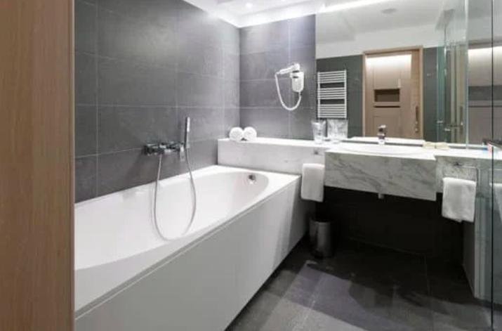 this image shows san ramon bathroom remodeling company